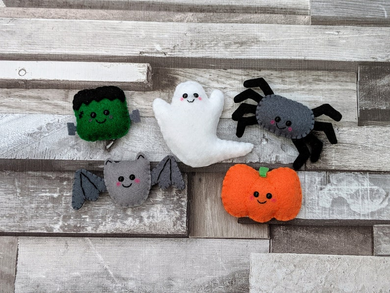 Halloween Garland  Mini Sized Friendly Spider image 0