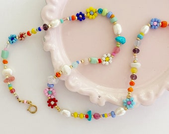 Beaded daisy flower necklace/mixed Gemstone necklace/flower bead necklace/jewelry gift/gift for mom/gift for sister/Christmas jewelry gift