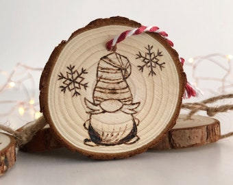 Christmas ornament engraved in pine wood. Hand-pyro-recorded wood. Handmade. Christmas gnomes, Ginger House, personalized gift