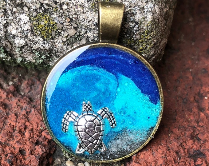 Sea turtle pendant and necklace