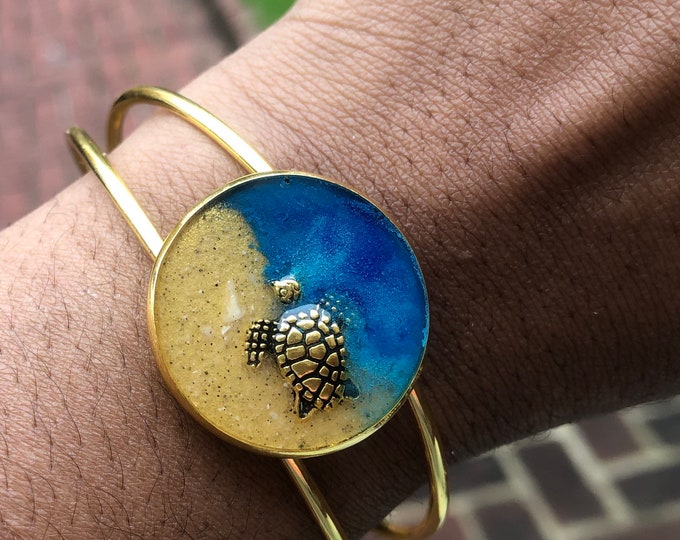 Gold plated beach theme bangle.