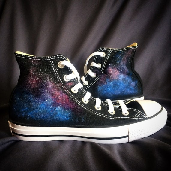 Milchstraße Galaxie Sterne Converse Chucks bemalt