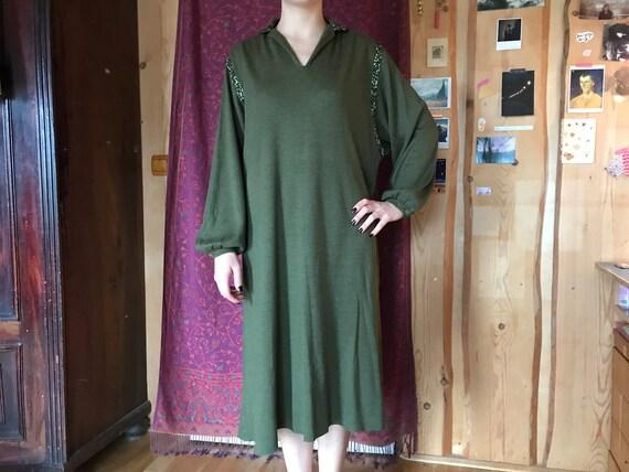 Vintage 70s dress, dark green jersey fabric, mediu