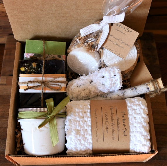 Forever Fall Gift Box Scented with Warm Notes of Autumn Pine