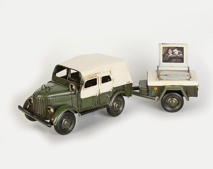 Sheet metal model picture frame vehicle with trailer size approx. 36x10x11 cm