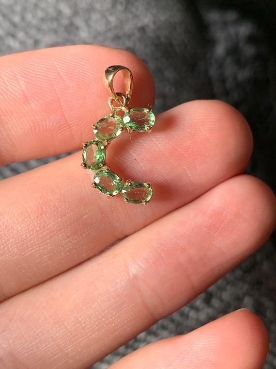 Sweet 9ct gold peridot pendant