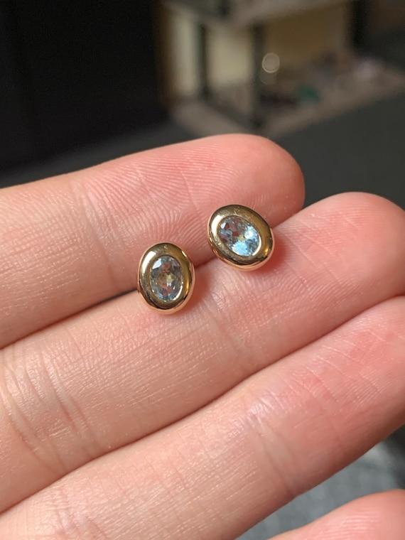 Pretty 9ct gold aquamarine earrings