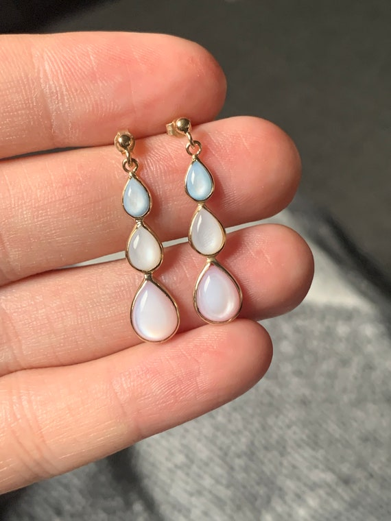 Stunning 9ct gold mother of pearl earrings