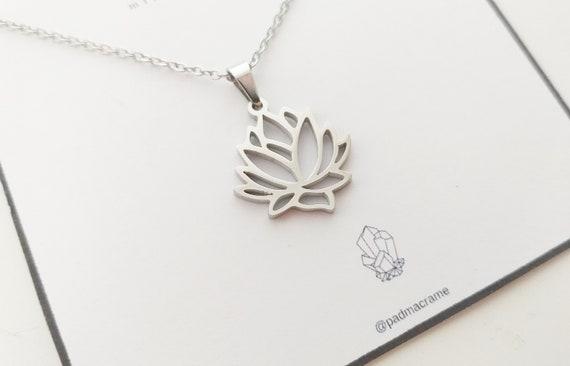 Collar flor de loto de acero