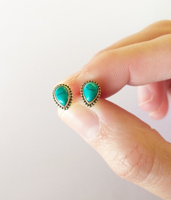 Pendientes de plata de ley y turquesa,  turquoise earrings, sterling silver, minimalist earrings