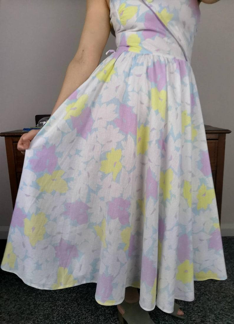 Pastel floral pattern rockabilly swing dress wrap over bodice 80s vintage cotton strappy sundress fit flared wiggle pinup prom dress 10