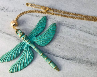 Green Dragonfly Necklace for Women, Gold Chain Necklace with Dragonfly Pendant for Teen Girls, College Gift Jewelry, Transformation Necklace