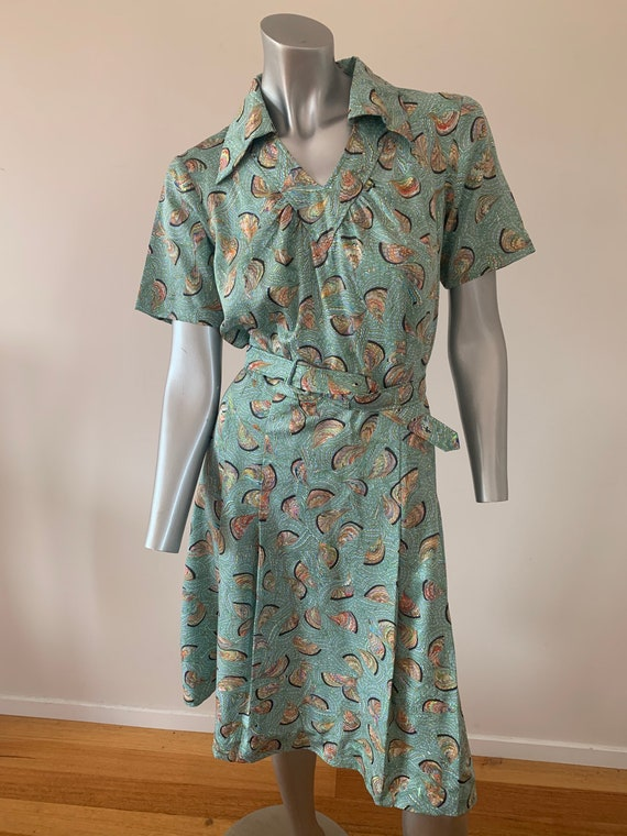 Vintage swirl pattern dress with collar