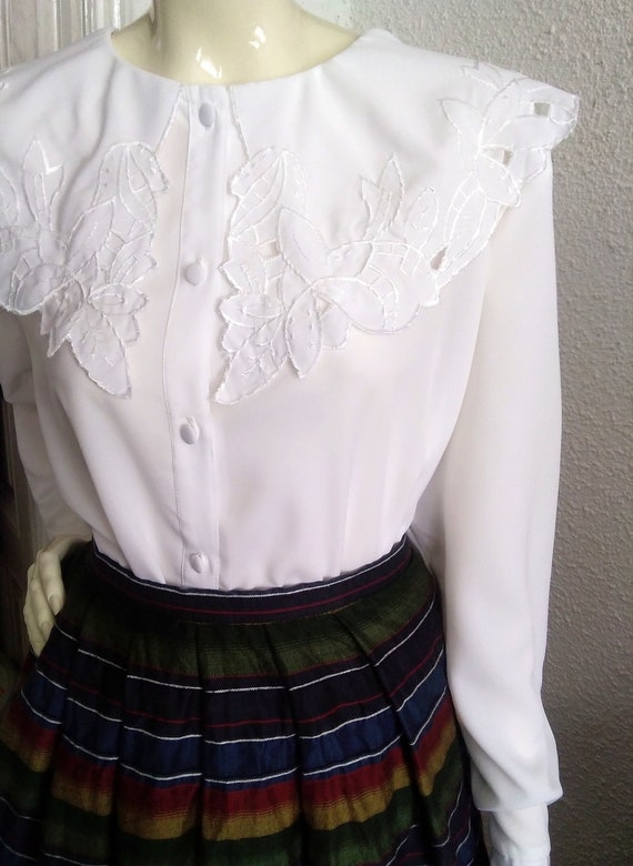 embroidered puritan collar top floral embroidery … - image 3