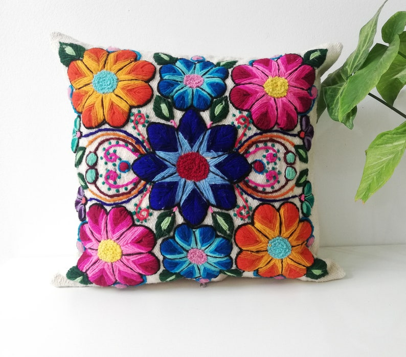 Decoracion hogar- Artesania Textil Cojines bordado a mano Artesan\u00eda Peruana Decoracion para el Hogar almohada Flores Regalos