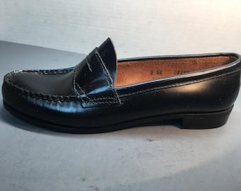 b8ea1ef0811 NEW  Vintage womens Bass black penny loafer