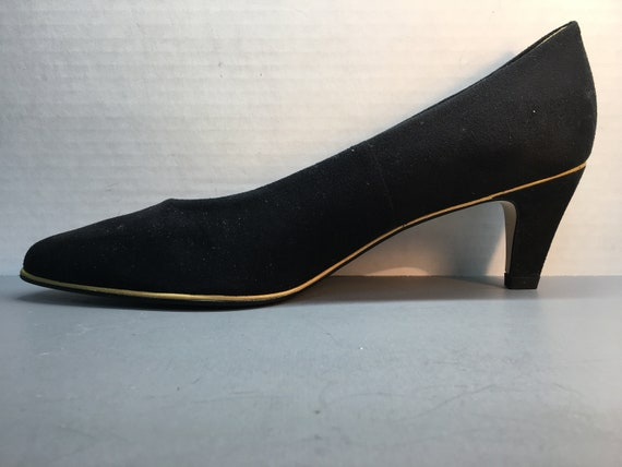 0d8cf83f9ad NEWVintage women s black suede pump by Naturalizer