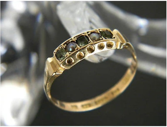 Antique Victorian 15ct Gold Seed Pearl and Green S