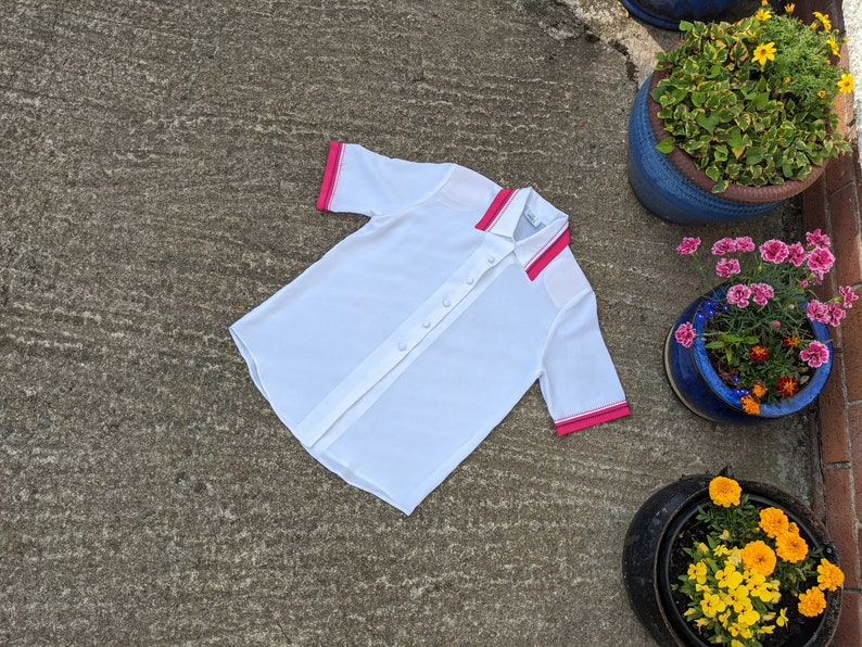 size UK 10 1990/'s white blouse with pink embroidered trim shoulder pad blouse
