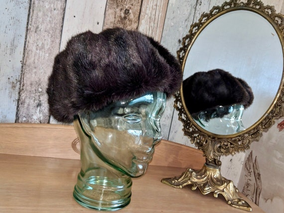 Stunning vintage faux fur brown beret, classical f