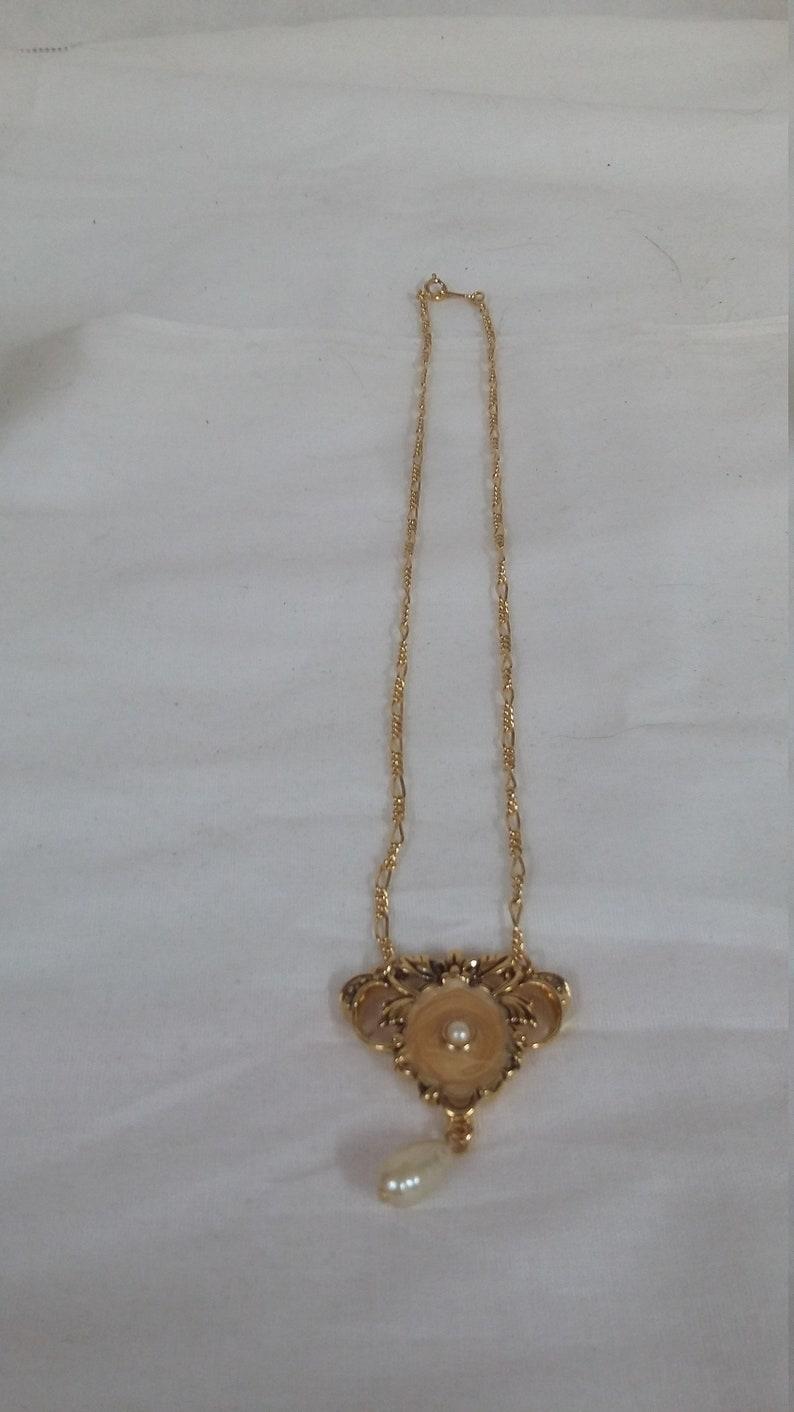 1992 Vintage Avon Romantic elegance necklace.