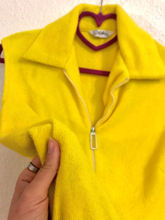 Bright Yellow Terrycloth Shift Dress with White Z… - image 3