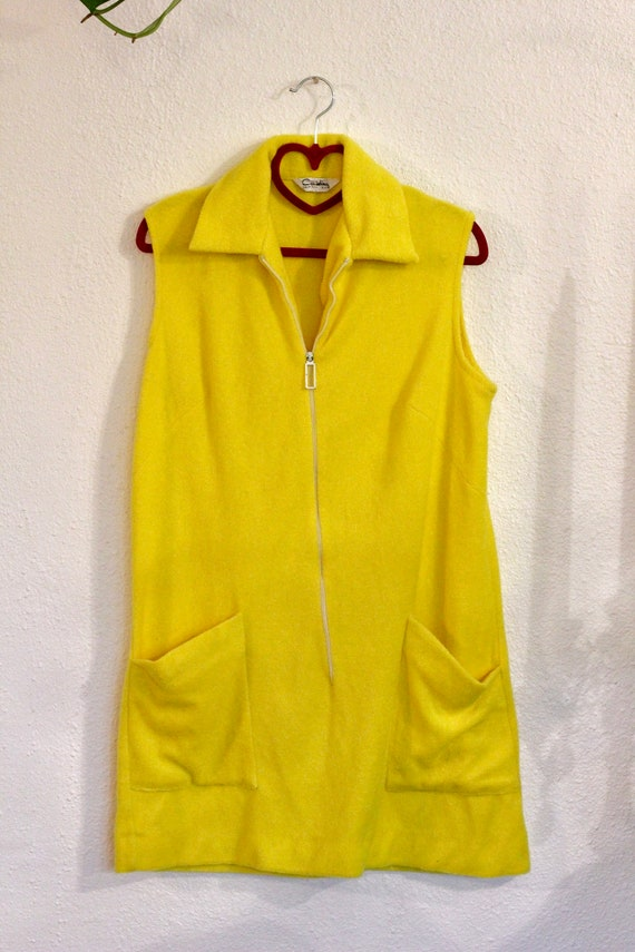 Bright Yellow Terrycloth Shift Dress with White Z… - image 2