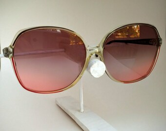 074c6dfb80 Donna Non-Prescription C.2 Vintage Sunglasses with Brown-to-Red Gradient  Hand Tinted Lenses  Ready-to-Wear