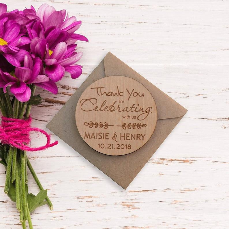 Matrimonio Rustico Bomboniere : Bomboniere per gli ospiti grazie magnete in legno rustico etsy