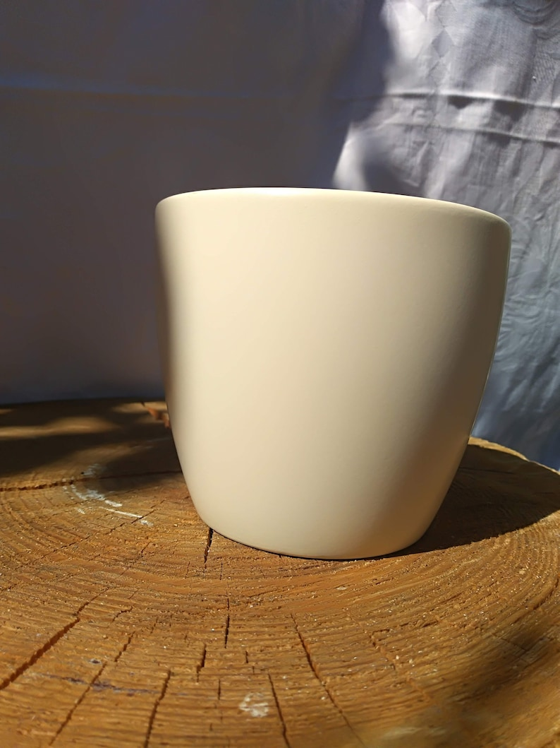 Ceramic white covering of flower pot Scheurich Germany