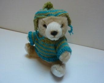 66e8583d923b Ourson habillé d un pull et d un bonnet péruvien tricotés