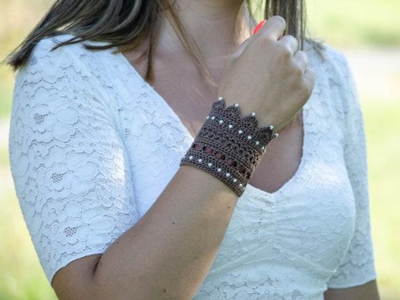 Awesome Bracelets Elegant Women Wrist Sleeve Short Winter Cuff Wristband