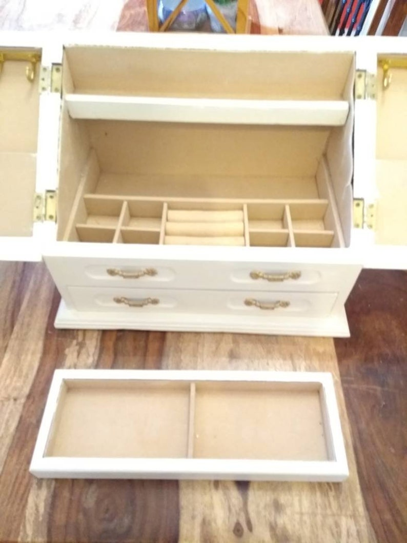 Jewellery box.