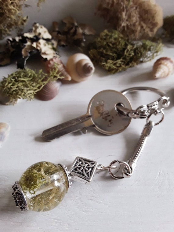 Floral Keychain Rustic Keychain Dried Flower Keychain Natural Keychain Favor Resin Jewelry SALE Keys Keychain Real Flower Keychain
