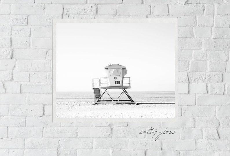 Tower 11 B+W - Modern Black and White Lifeguard Horizontal Beach, Minimal  Beach Art, Modern Wall, Ocean Print, Beach Print, Ocean Wave Print