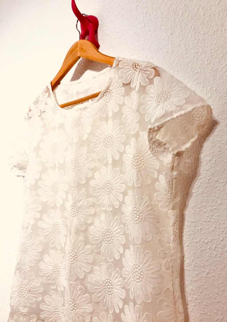 White tulle vintage embroidered flower t shirt  70\u2019s embroidered top  UK 12  EUR 40