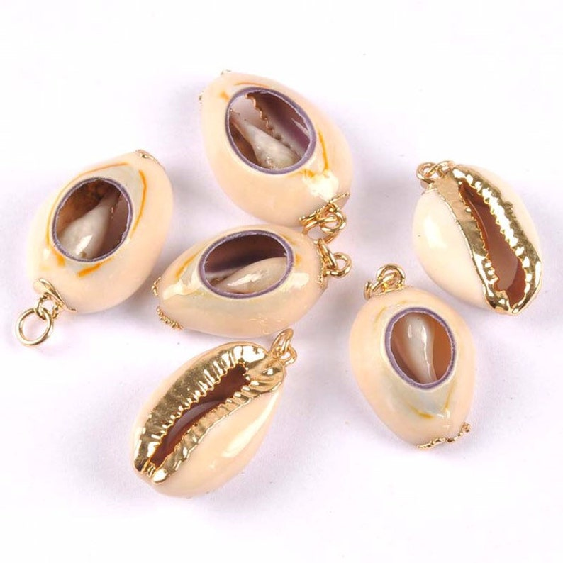 Hot sale wild coast cowrie shell accessories dipped pendant simple design women jewelry