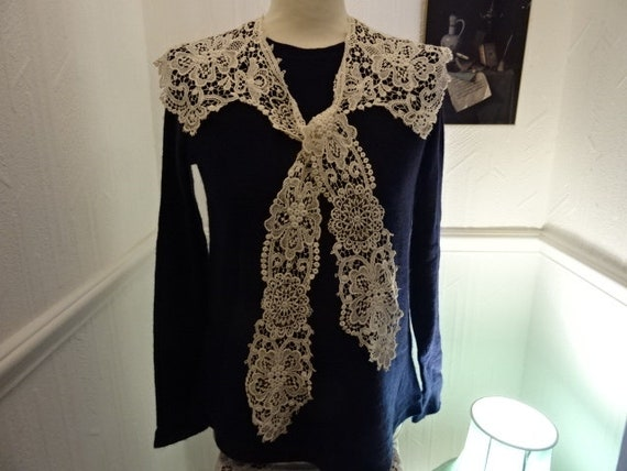 Exquisite Edwardian lace collar.