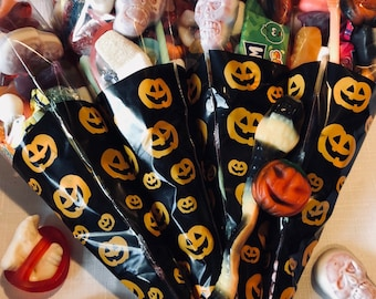Halloween Party Sweet Cones, Scary Trick or Treat Party Bags, Halloween Party Goodie. Dracula Teeth - Sweet Candy Gifts. Party Decorations.