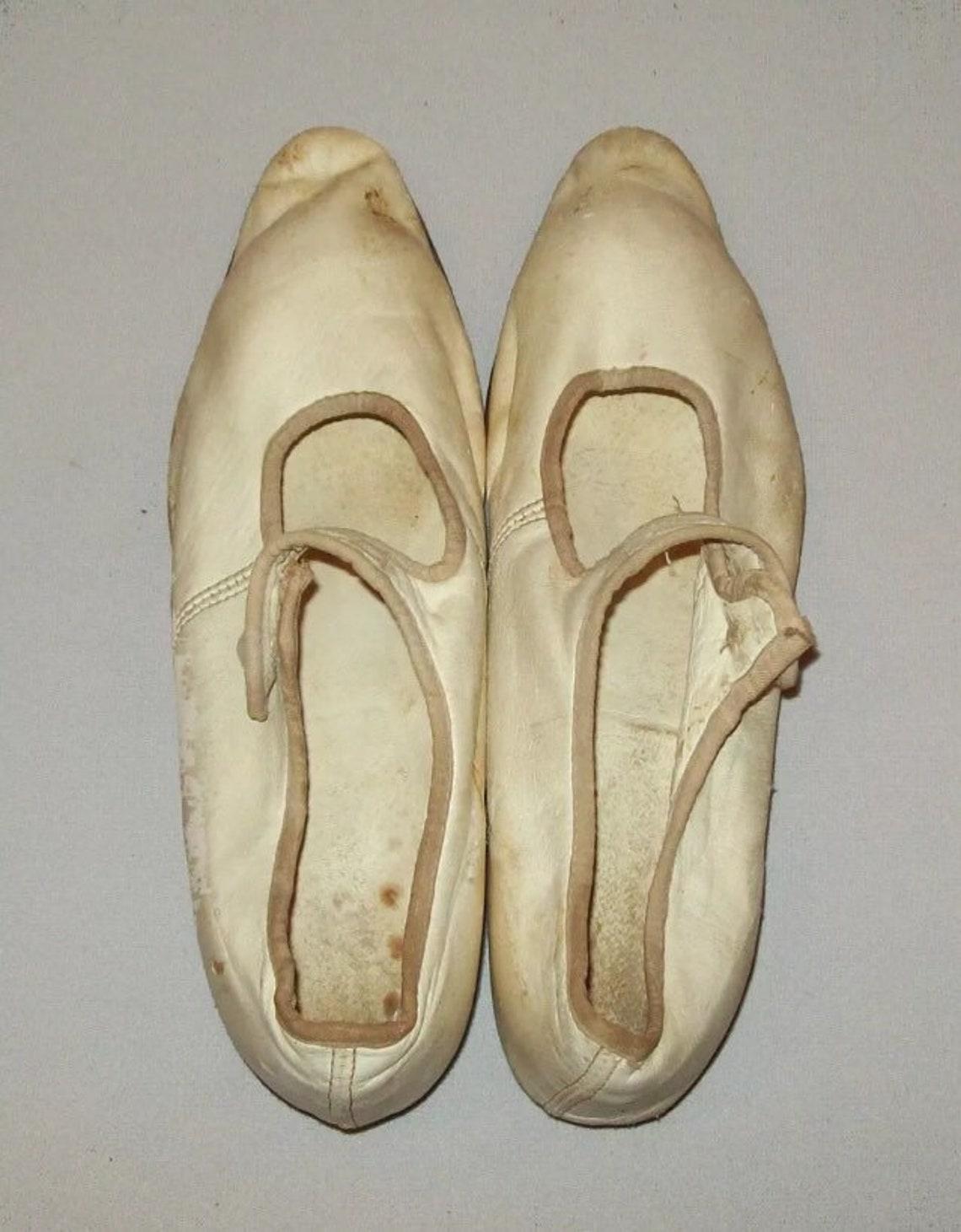 Antico Vtg 1870s in pelle bianca scarpe o pantofole vecchie piccole dimensioni 4 ragazze/Womans - Scarpe alla moda OZcntHcI 5MrGwr KMzLfc