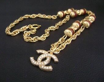 Chanel CC logo cristal w pierre charmes longue chaîne pendentif 661655eb883