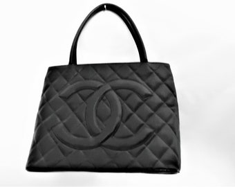 ad888205fa60 chanel Médallion Quilted Shopper Caviar Tote Black Leather Hobo Bag