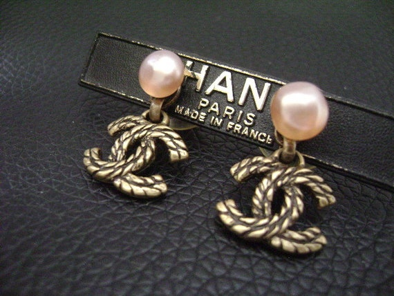 Chanel Vintage Small 2-Way Black & Gold CC Danglin