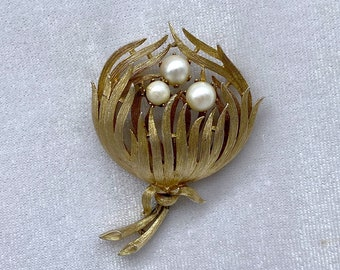 Gold and Pearl Brooch, Flower Brooch, Vintage Jewelry, Best Friend Gift