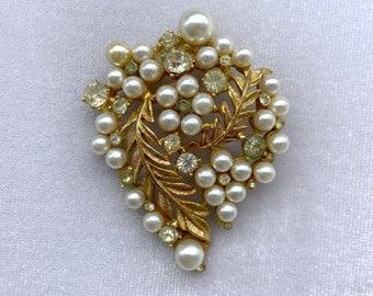 1940s Brooch, Pearl Brooch, Gift for Grandma