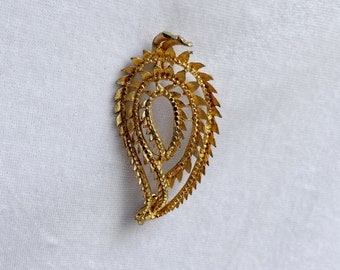 Gold Tone Leaf Brooch, Autumn Jewelry, 1950s Brooch, Gift for Mom