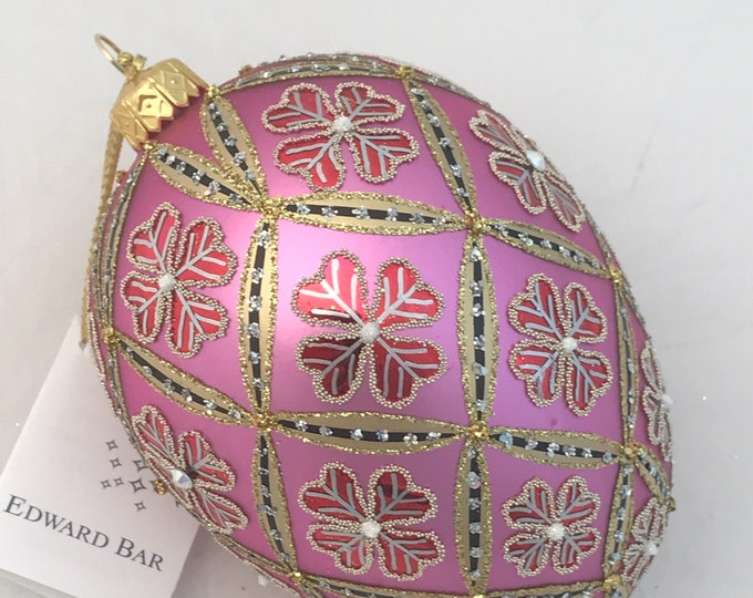 Pink Egg, 4 Leaf Clover