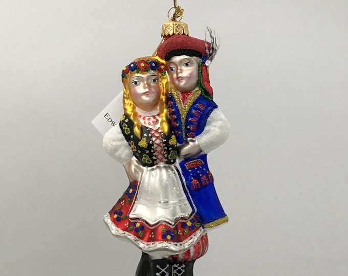 Couple  dancers in folk costumes from Krakow, H 6.75 (in)