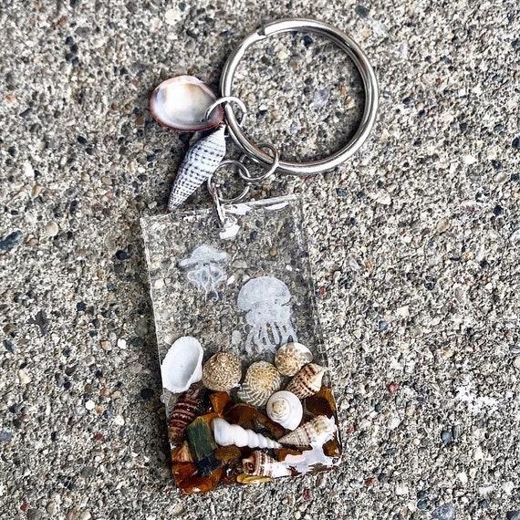 Cute keychain, resin keychain, ocean keychain, jellyfish keychain, car keychain.