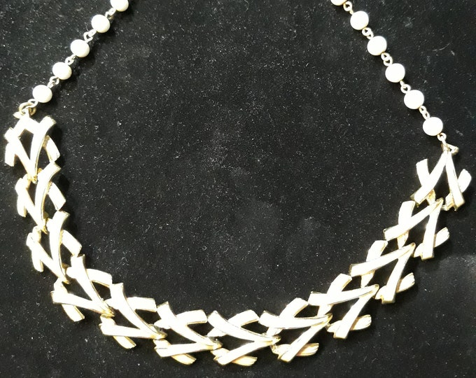 Fashionable Vintage Coro link choker open-worked